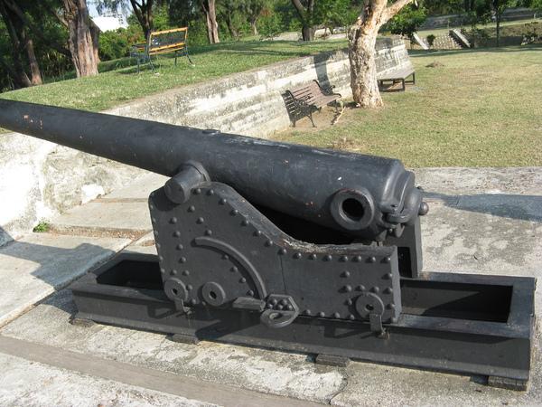砲台裡的古砲
