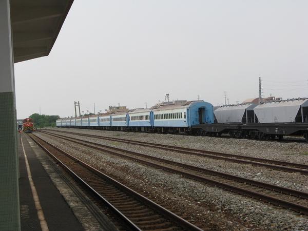 從月台側拍列車進站