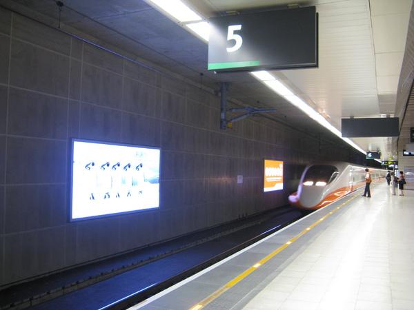 搭乘的1619次進站
