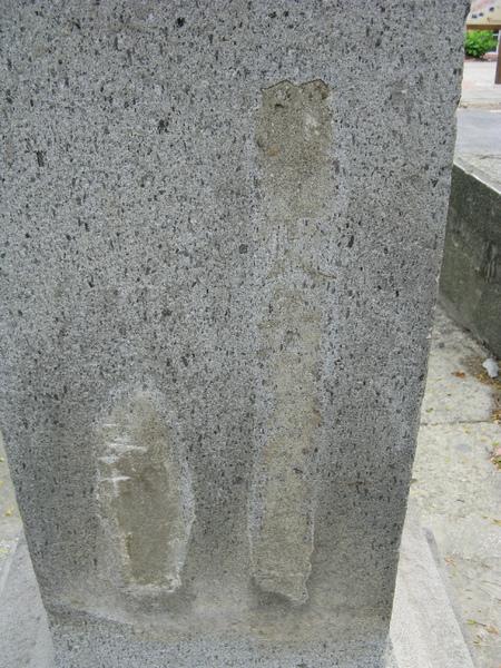 灯籠後方昭和十八年(1943年)的字樣已被覆蓋,但仍可辨識