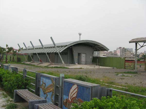 高雄港站旁站房