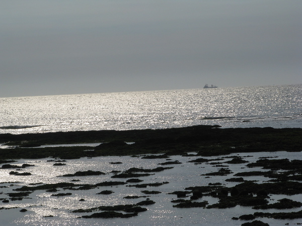 天使光和遠方的那艘船