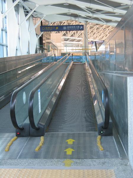 我對於台鐵有電動步道這件事實在太訝異了…