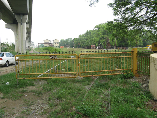 糖鐵側線入口十分象徵性的用鐵門隔開