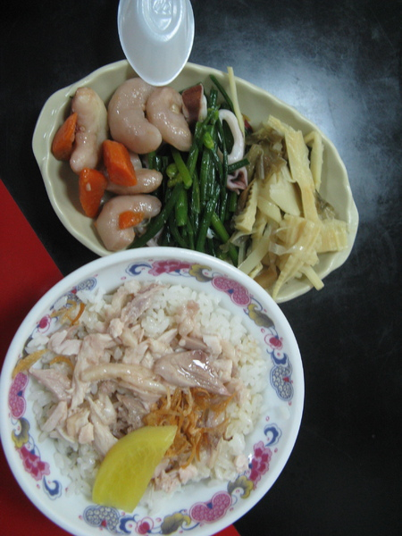 晚餐是簡單的雞肉飯