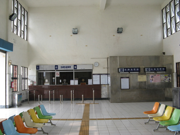 空盪盪的加祿站大廳
