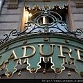 800px-Ladurée,_Champs-Élysées_2009.jpg