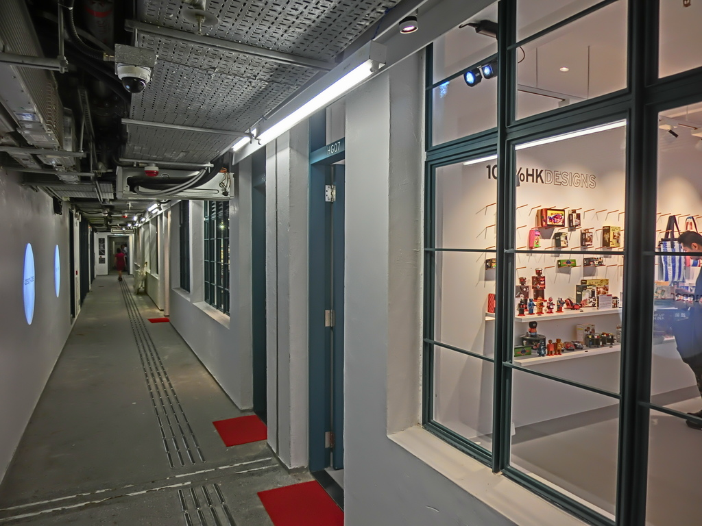 HK_Sheung_Wan_PMQ_mall_Hollywood_Road_night_shop_corridor_May-2014_001.JPG