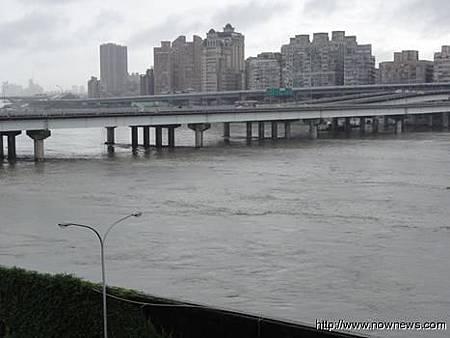 台北市停班停課 議員批反應速度太慢