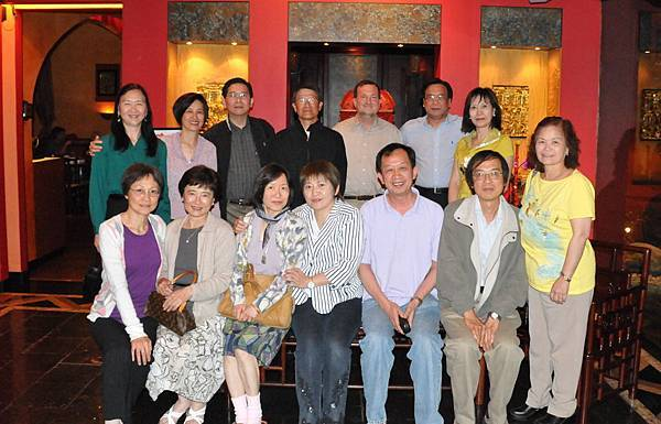 Group_picture_at_Panda_Inn_Restaurant_1May2010.jpg