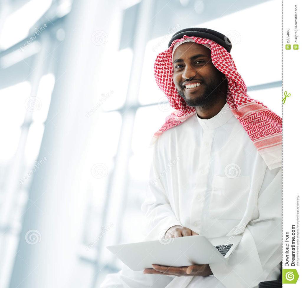 研究膝上型计算机的黑人阿拉伯人-28854665
