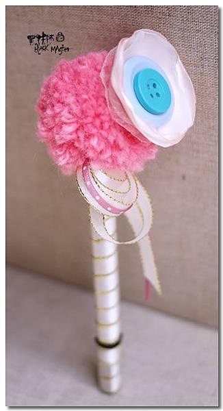 粉紅鈕扣花毛線球婚禮簽名筆01 Cindy