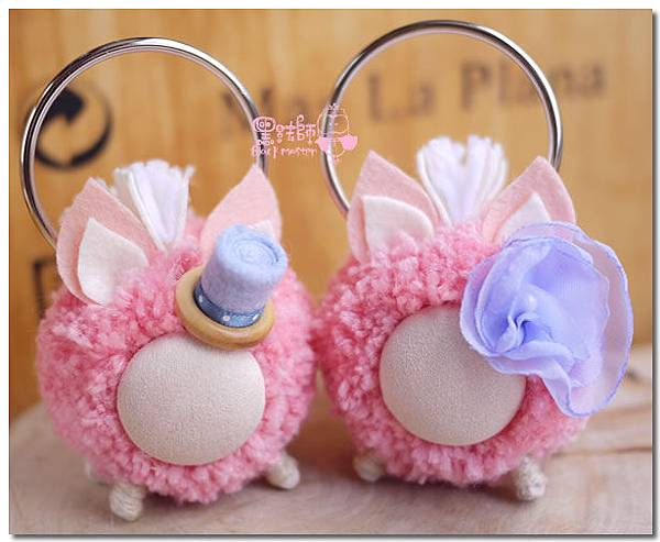 粉色毛線球馬兒鑰匙圈.jpg