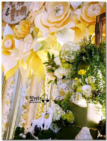清新黃綠x紙花森林風 婚禮佈置 相簿桌12.jpg