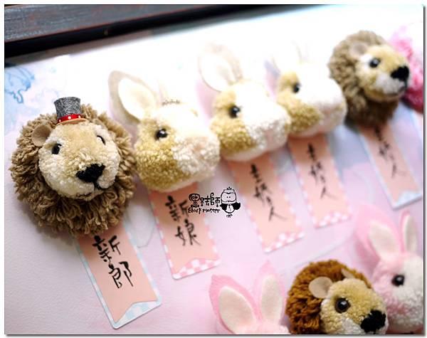 毛線獅子與兔子胸針.jpg