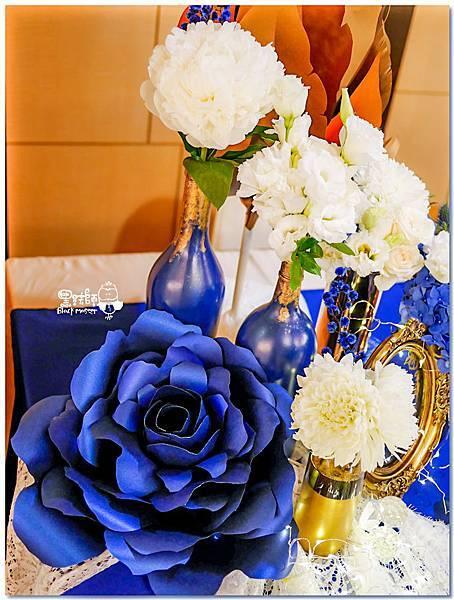 寶石藍X閃耀金 沉穩時尚華麗紙花婚禮 Jay&Marian 收禮桌02.jpg