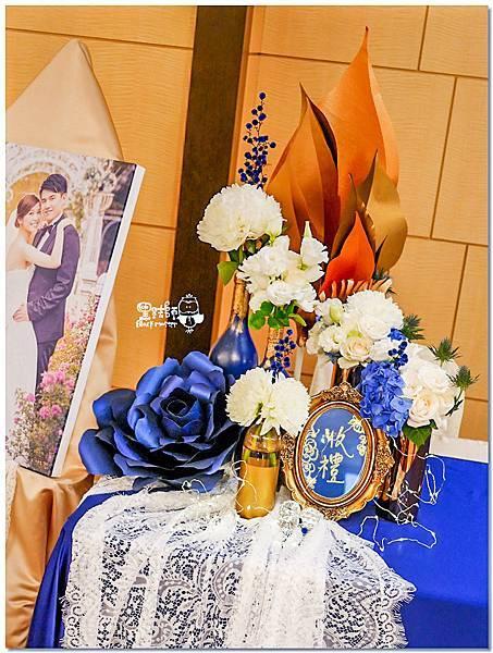 寶石藍X閃耀金 沉穩時尚華麗紙花婚禮 Jay&Marian 收禮桌03.jpg