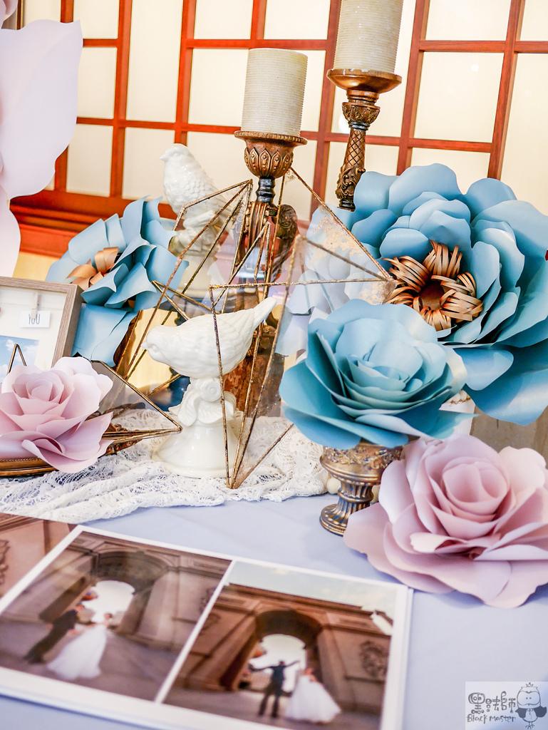 淺紫x奶白x復古藍優雅紙花 婚禮佈置  相簿桌 豪%26;韻 01.jpg