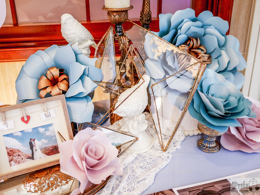 淺紫x奶白x復古藍優雅紙花 婚禮佈置  相簿桌 豪%26;韻 02.jpg