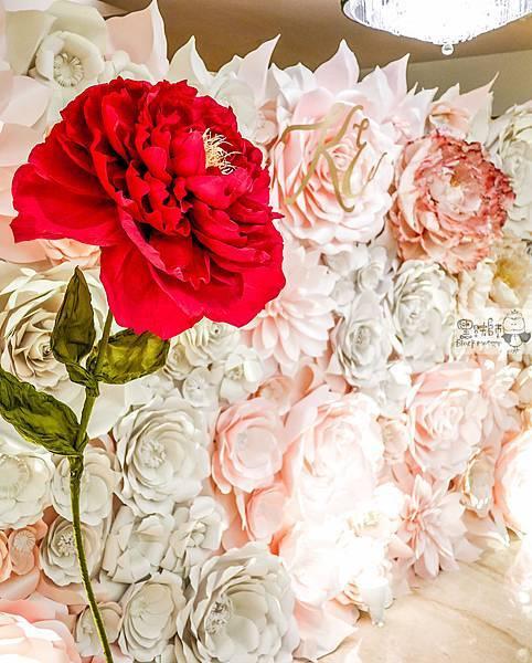 白粉色的優雅x紙花婚禮佈置 紙花牆 Kenny%26;Eliza 02.jpg