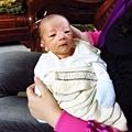 齊齊才出生10天...但五官好明顯