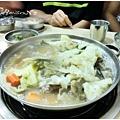 中午吃韓式肉骨火鍋+季節小菜