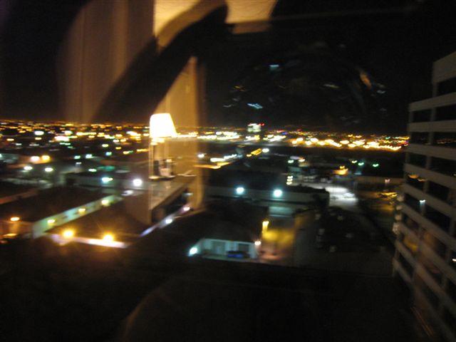 窗外的LA夜景