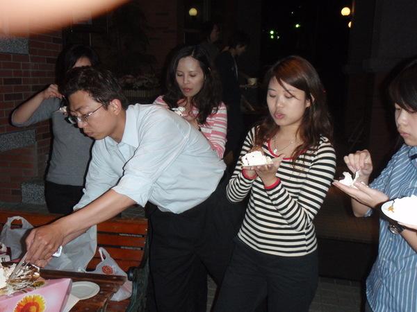 搶蛋糕.JPG