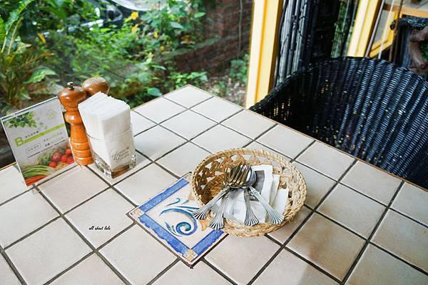 1403411747 4201689250 n - [熱血採訪]台中吃到飽 吉凡尼的花園 樂活的蔬食早午餐 甜點好好吃