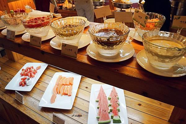 1403422455 583630676 n - [熱血採訪]台中吃到飽 吉凡尼的花園 樂活的蔬食早午餐 甜點好好吃