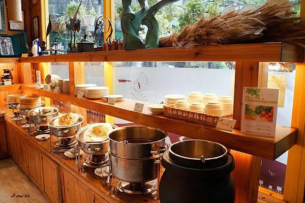 1403422540 409123027 n - [熱血採訪]台中吃到飽 吉凡尼的花園 樂活的蔬食早午餐 甜點好好吃