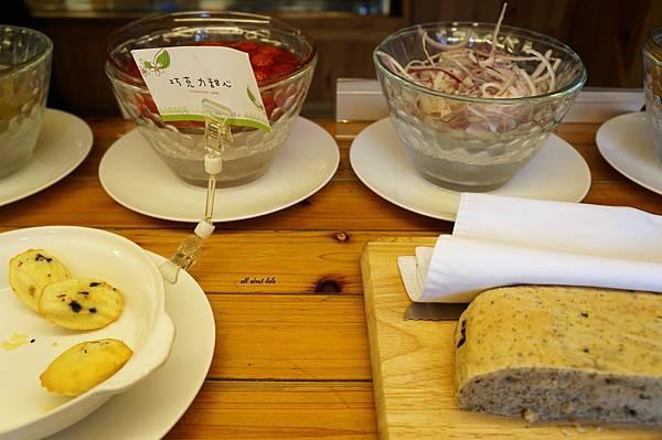 1403423186 1631011193 n - [熱血採訪]台中吃到飽 吉凡尼的花園 樂活的蔬食早午餐 甜點好好吃