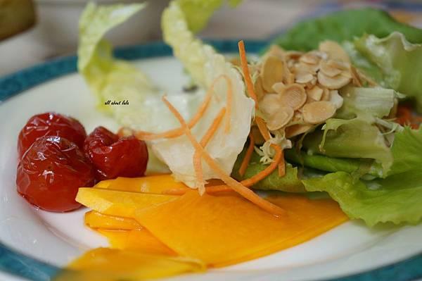 1403425013 2197346483 n - [熱血採訪]台中吃到飽 吉凡尼的花園 樂活的蔬食早午餐 甜點好好吃
