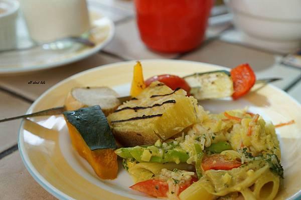 1403425142 231734817 n - [熱血採訪]台中吃到飽 吉凡尼的花園 樂活的蔬食早午餐 甜點好好吃