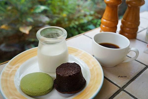 1403425592 3504801202 n - [熱血採訪]台中吃到飽 吉凡尼的花園 樂活的蔬食早午餐 甜點好好吃