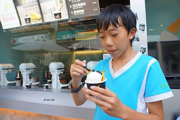 1412391682 4230497953 n - [熱血採訪]台中OOPS! ICE CREAM分子冰淇淋 像魔術一樣的雲朵冰淇淋 現做不含乳化劑