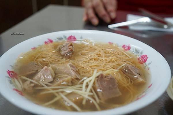 1416530290 3397579260 n - 台中大里美食 源當歸鴨肉麵線 鴨肉 下水都好吃~ 冬天喝熱湯最好