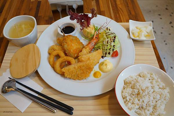 1423016128 3442330734 n - 台中餐廳推薦 青木和洋食彩AOKI 好日式風的餐食 日式炸物 漢堡排大推薦 聽說甜點也不賴