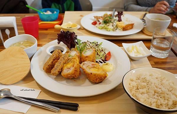 1423016155 394209442 n - 台中餐廳推薦 青木和洋食彩AOKI 好日式風的餐食 日式炸物 漢堡排大推薦 聽說甜點也不賴
