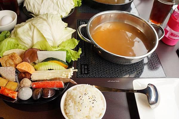 1441242456 2577329367 n - [熱血採訪]台中霧峰新餐廳 In the pot 鍋裡。鍋物 工業風設計的平價質感火鍋