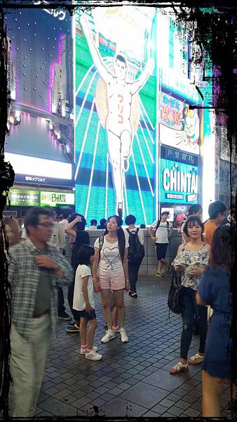 迷失日本熱鬧街口的照片2