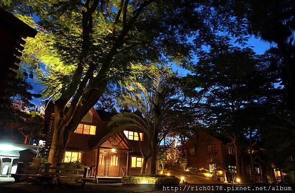 夜晚的木屋