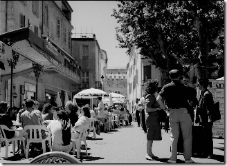 France_Arles_Place_du_Forum_07_1990