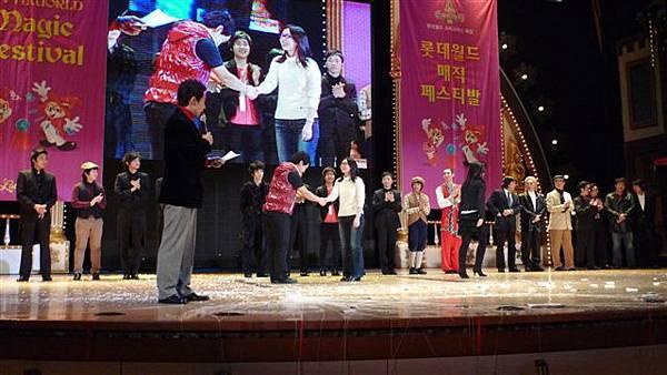 RIC總監曾品瑜在9th LOTTE WORLD Magic Festival頒獎.JPG