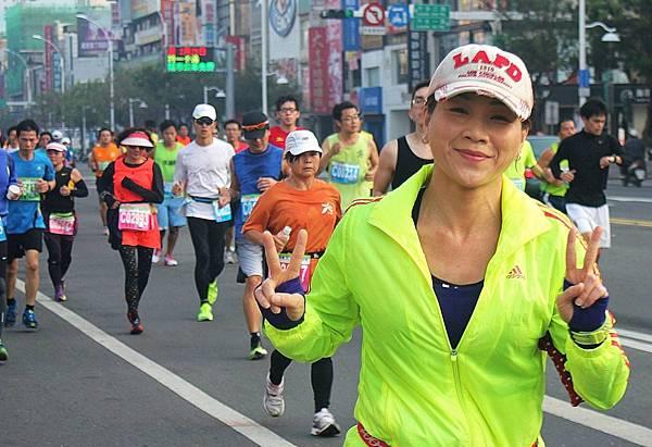 2014/02/16高雄國際馬拉女子組142位選手路跑英姿…