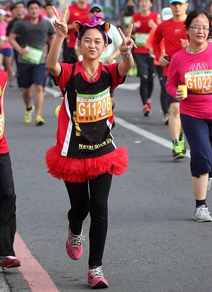 2014高雄國際馬拉女子組142位選手路跑英姿…