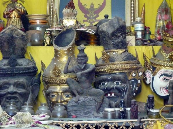阿贊喬小屋的神像