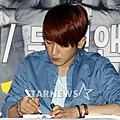 SH-120509簽名會-27