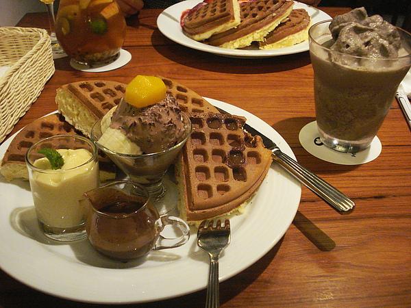 我點的餐:巧克力香蕉鬆餅 + OREO冰沙(飲料是必點的低消)