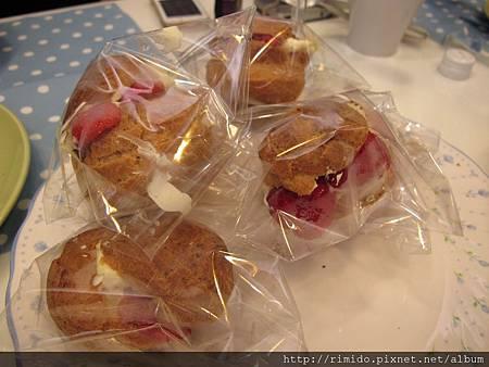 飯後甜點  草莓泡芙.jpg